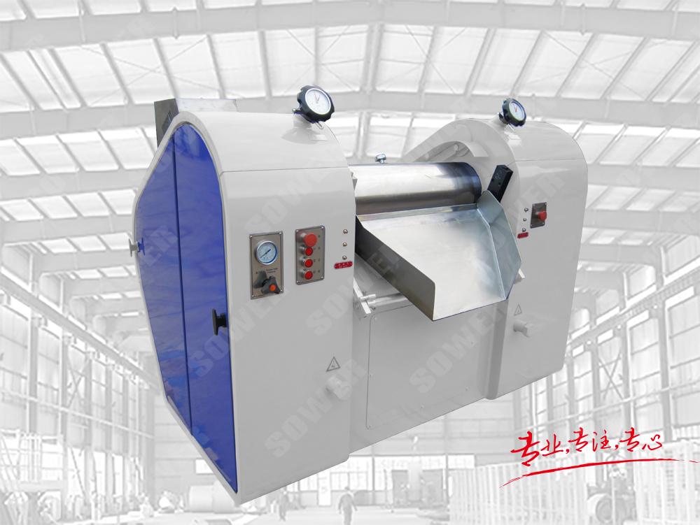 Hydraulic three roller mill