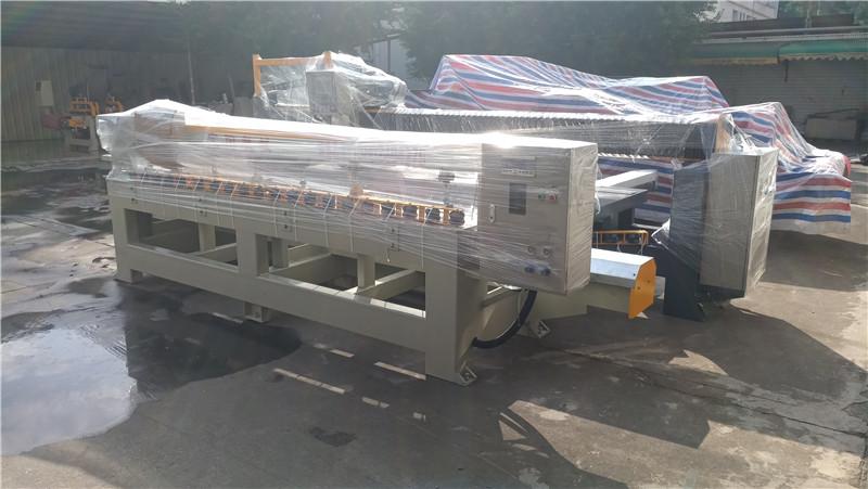 2020-12月,江西吉安曹總訂購的巖板加工設備橋切機和倒角機裝車發貨,順利到達生意興??!