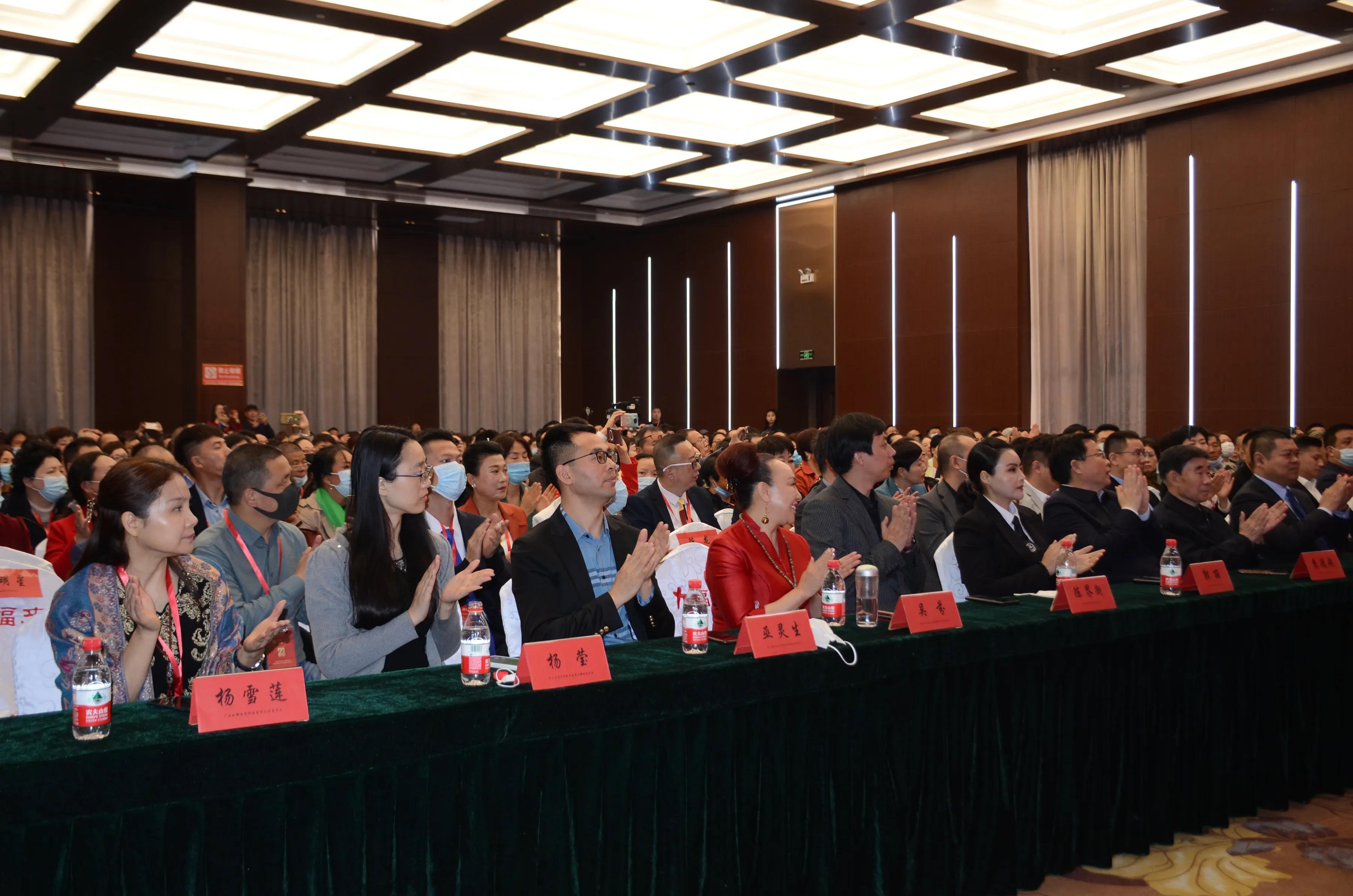 中國大健康產業投資論壇河南站昨日在開封開幕