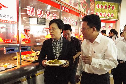 原教育部副部長魯昕視察中快餐飲集團的安徽大學桂園學生餐廳