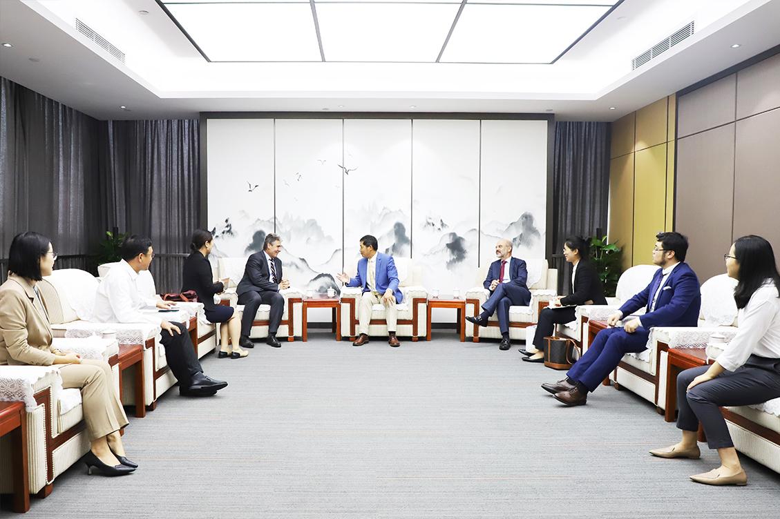 荷蘭駐華大使館浦樂施公使與荷蘭駐廣州總領館畢肯思總領事一行到訪新宙邦