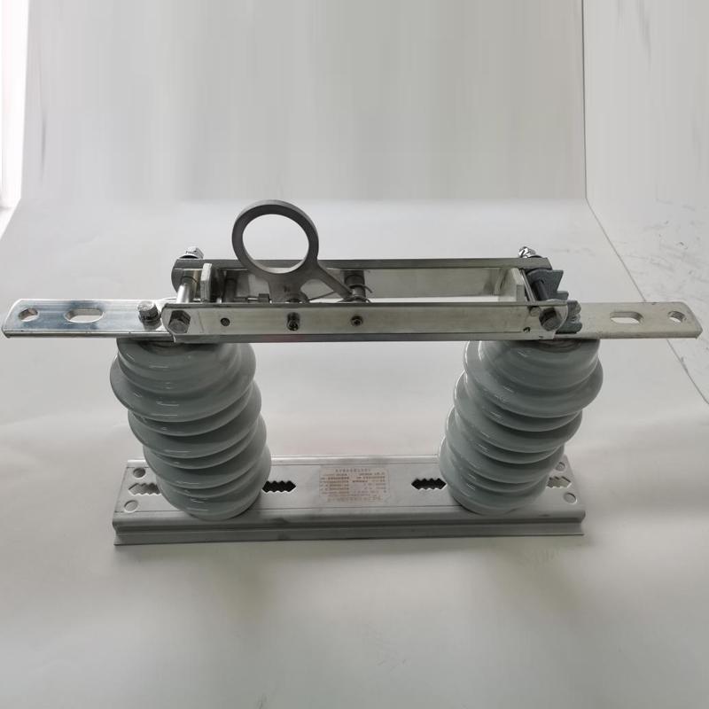 12kV~40.5kV雙柱戶外交流高壓隔離開關2