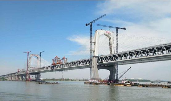 亿博体育助力商合杭公铁两用长江特大桥钢梁全线合龙