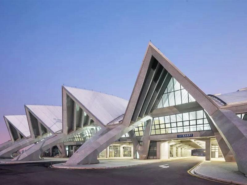 內蒙古呼和浩特市汽車客運東樞紐站-綜合站務樓