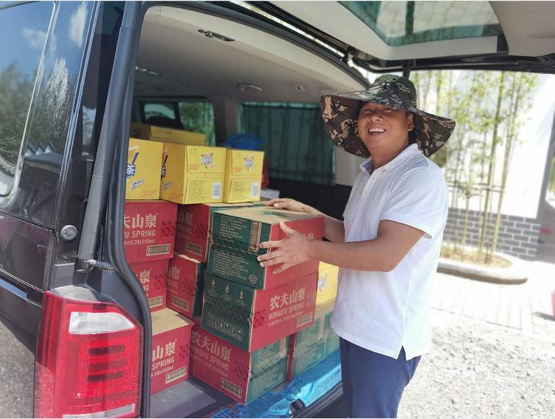 康東公司組織開展一線員工送清涼活動