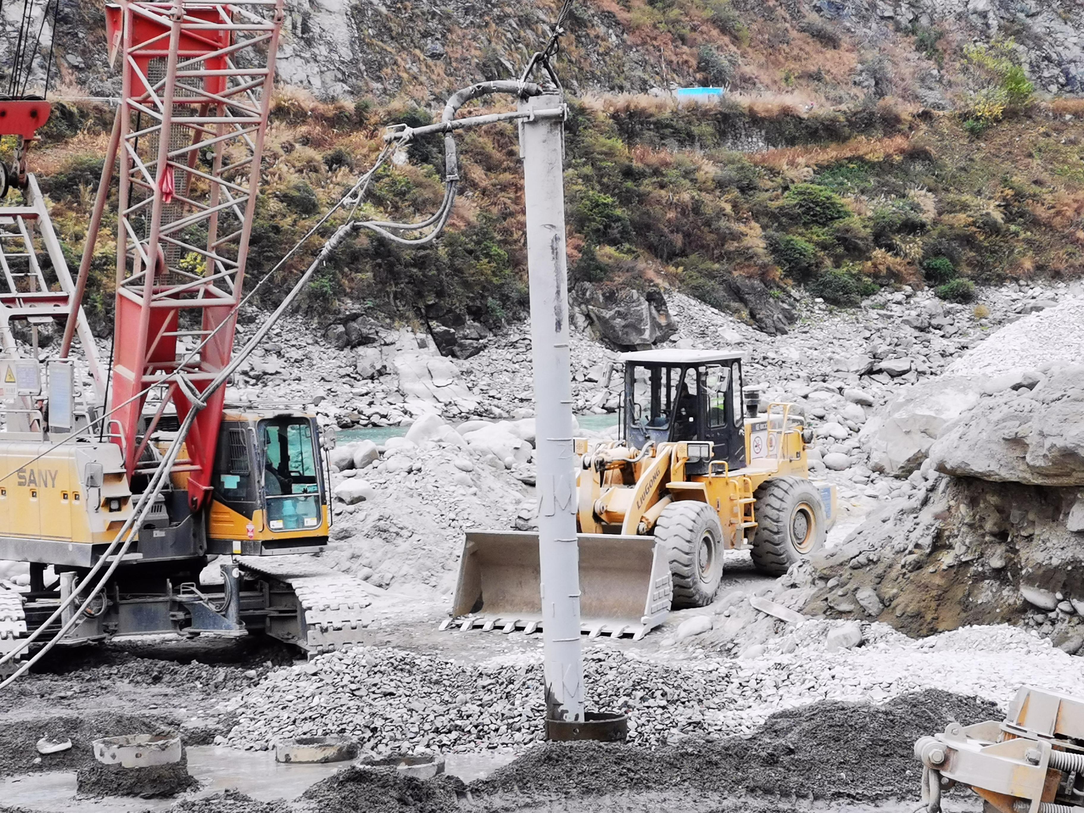 振沖設備走進大渡河硬梁包水電站首部樞紐基礎處理工程