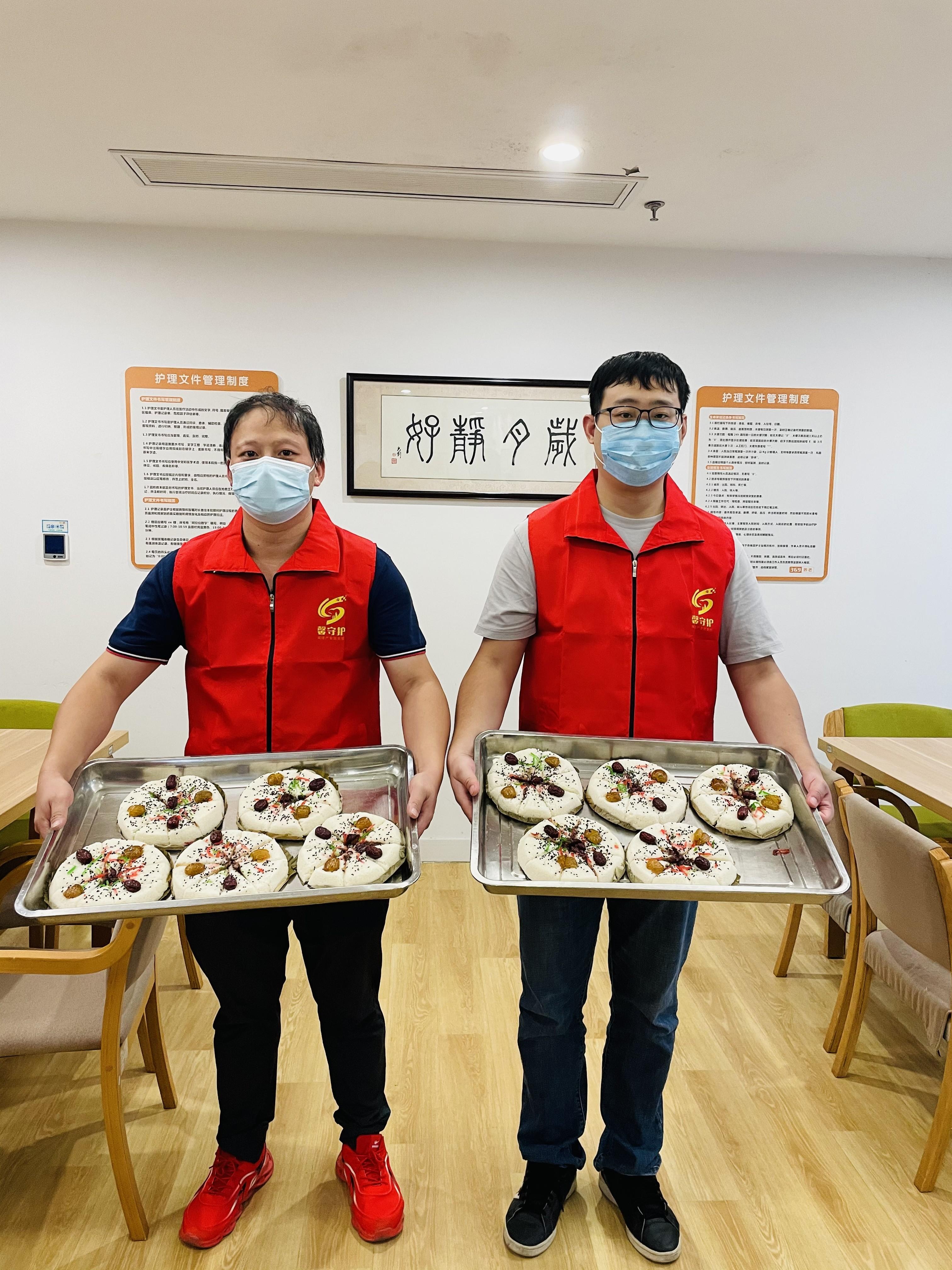 """""""關愛老人,情暖重陽"""" ——城工建設參加志愿者服務活動"""