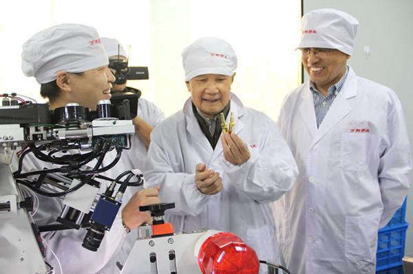 中國工程院院士唐希燦蒞臨萬邦德制藥考察
