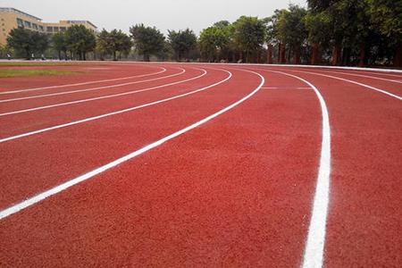 四種常見類型塑膠跑道及性能比較