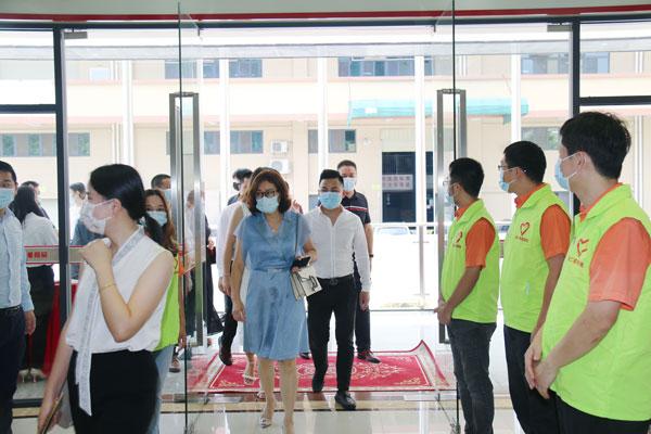 東莞緣道文化團隊及各企業家走進傻二哥交流指導