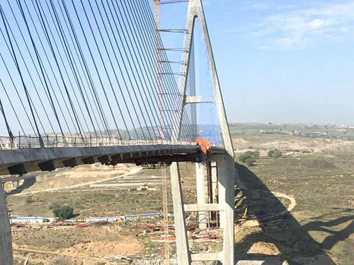 2015年榮烏高速準格爾黃河特大橋主塔防凍融涂裝工程