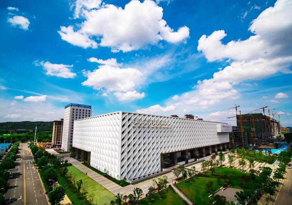 武漢光谷中心城科技會展中心前綠地、光谷六路、松濤路景觀提升設計施工總承包