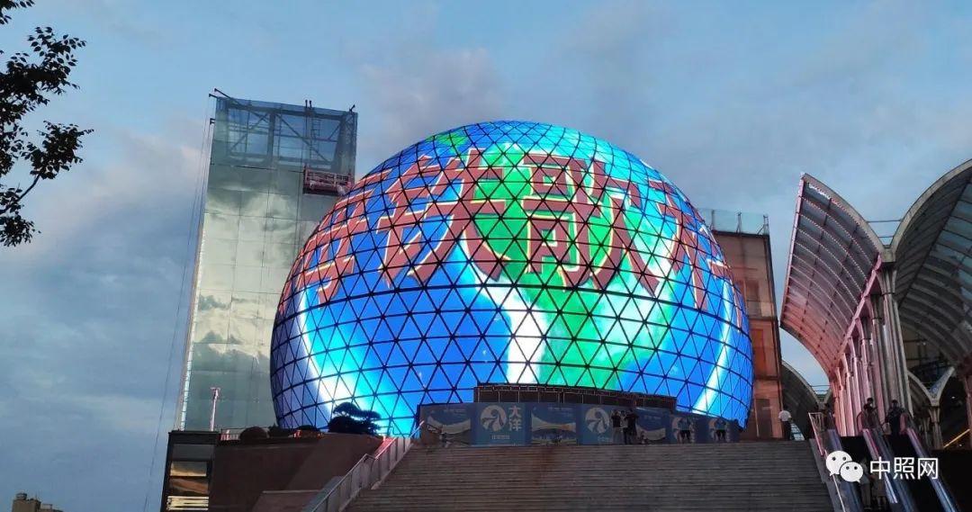 武汉光谷1200m2超巨大球型LED透明屏项目
