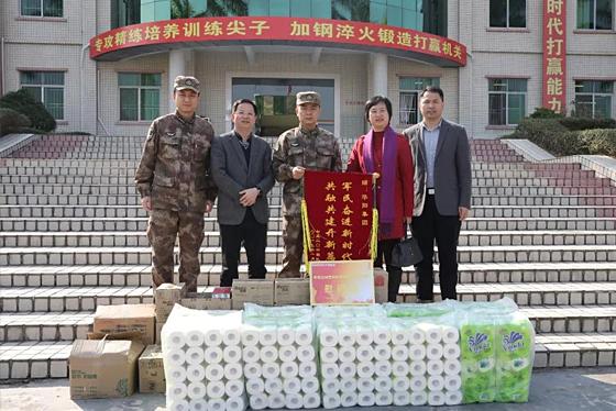 华阳集团送新春祝福进军营